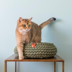 Sunny baskets avocado mand kopen catmom.nl handgemaakte gehaakte kattenmand